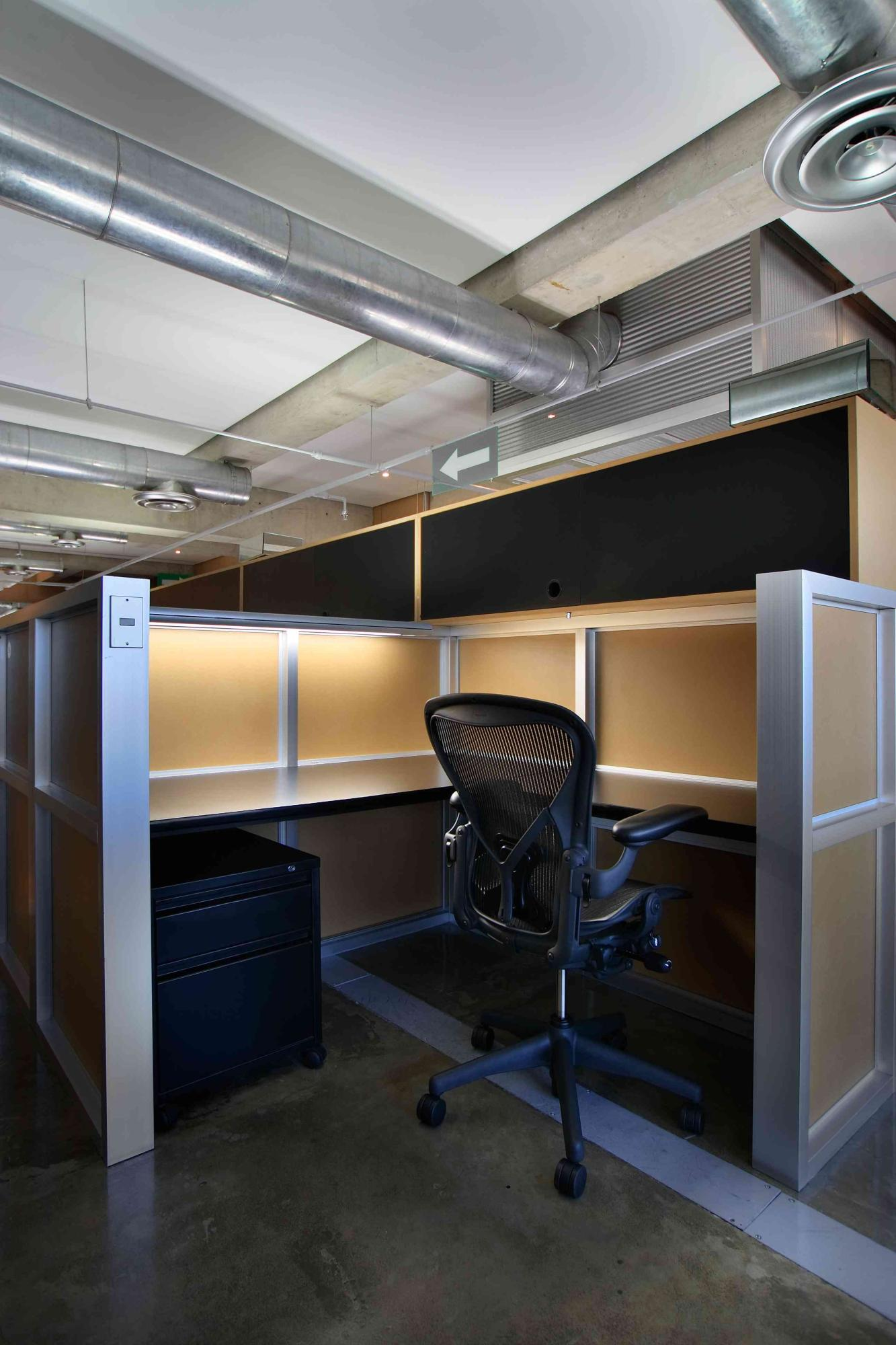 Industrial Office Cubicles : Janitorial service commercial cleaning